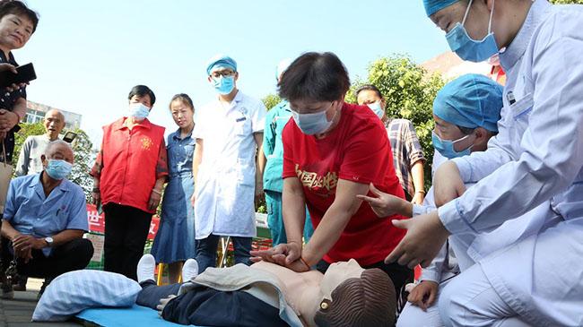 河南寶豐:社區廣場學急救