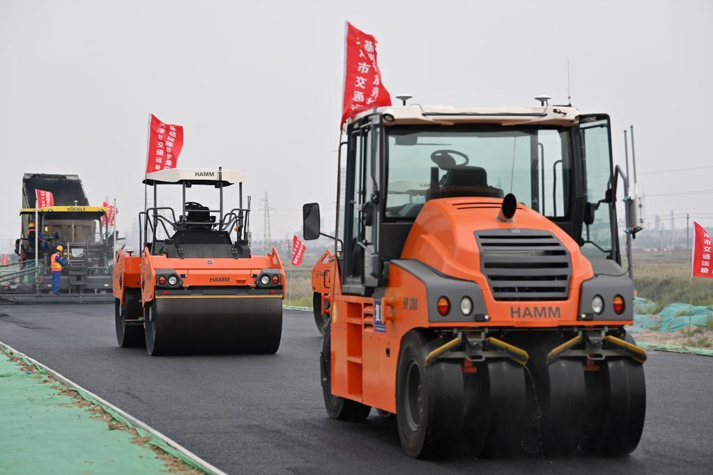 天津:智能裝備助力公路建設