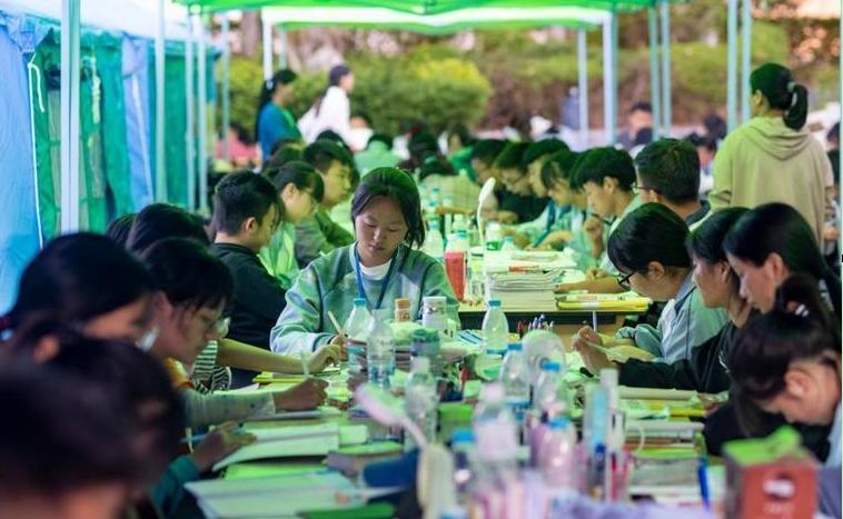 新華全媒+ 奮鬥的人生從未止步——漾濞地震災區高三備考側記