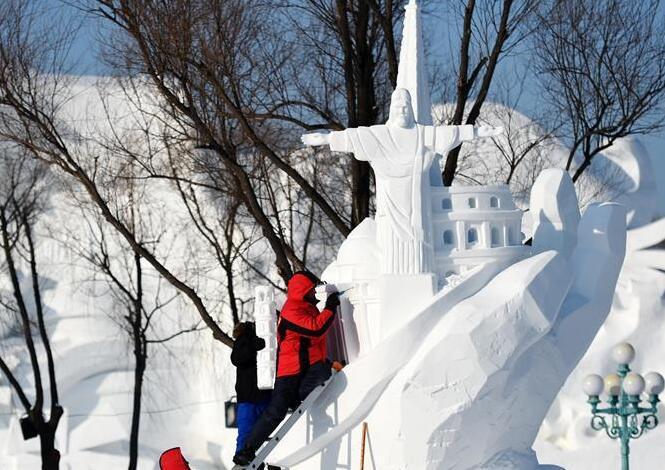 國際雪雕比賽忙